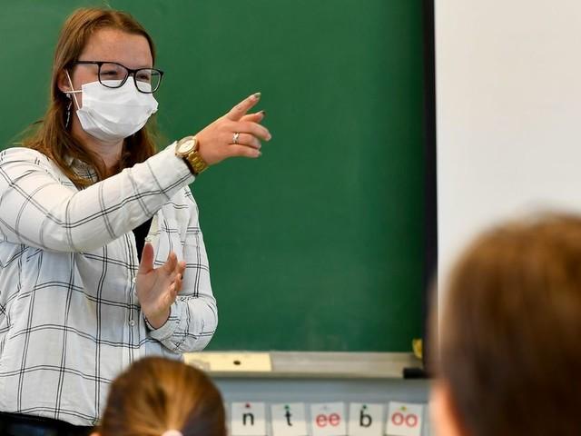 """Le flou total autour de la rentrée scolaire: """"L'école, c'est dans une classe que ça doit se passer"""""""