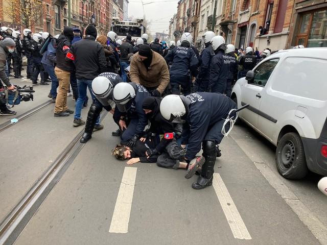 Jongeren komen opnieuw op straat in Anderlecht, politie bestookt met vuurwerk