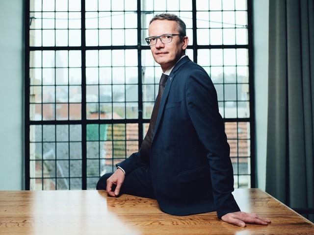 Rector Luc Sels wint ruim en doet er nog vier jaar bij