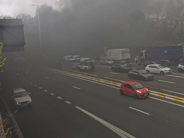 La voiture de Steven est partie en fumée sur le R3, ce jeudi: «Je voyais des gens me faire signe dans mon rétroviseur… on se sent impuissant»