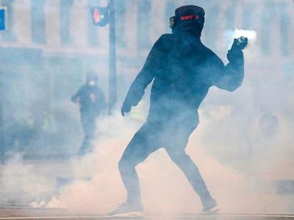 """""""Comment ça peut prendre un an ?"""" : des """"gilets jaunes"""" face aux enquêtes sur les violences policières"""