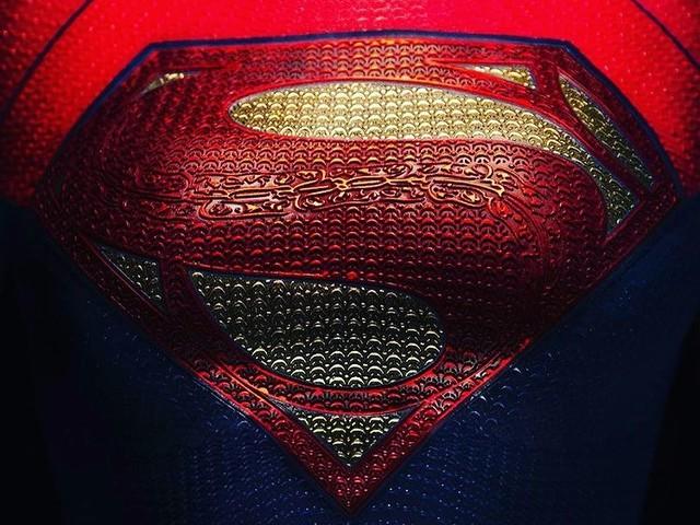 The Flash : Andy Muschietti dévoile le Supergirl-Symbole !