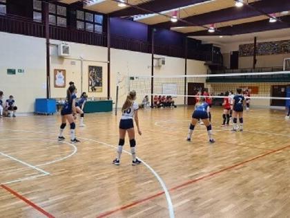 """Dos campeones cadetes de voleibol, Santa Ana y San Rafael """"B"""" en el grupo 2 y Saint Louis des Français """"A"""" en el grupo 3 3"""