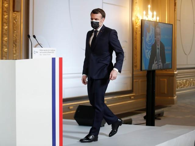 L'UE soutient la proposition de Macron de donner des vaccins aux médecins en Afrique