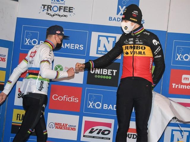 """Mathieu van der Poel klopt ook in Hamme Wout van Aert, maar is niet helemaal tevreden: """"Op het WK moet het beter"""""""