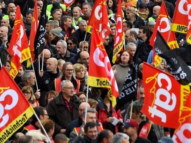 """Grève en France : """"pas de trêve de Noël sans retrait de la réforme des pensions"""""""