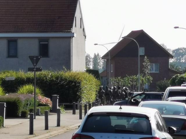 Schietpartij bij politie-inval in Vrasene, gewapende man verschanst zich in woning
