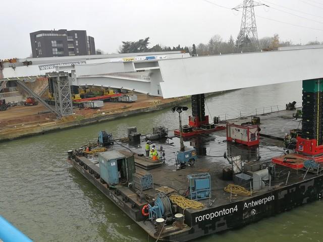 Plaatsing nieuwe brug over Albertkanaal heeft extra weekend nodig