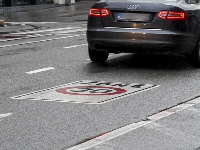 Un automobiliste en excès de vitesse dans une zone 30 à Bruxelles gagne en justice