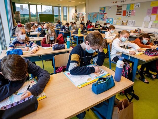 Enseignement: «Il est encore trop tôt pour retirer les masques en classe», insiste Erika Vlieghe