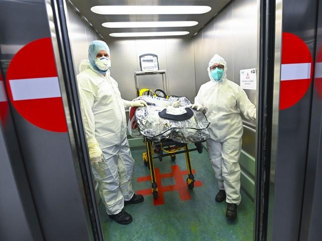 """Antwerpse ziekenhuizen: """"Nog geen patiënten op de gang, maar we zijn niet zeker dat dat zo blijft"""""""