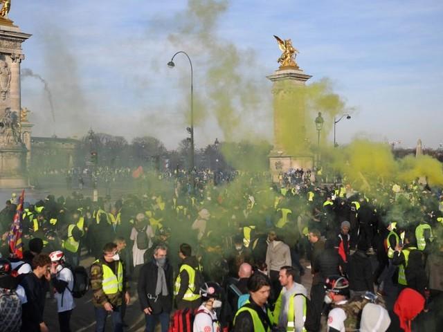 France: les Gilets jaunes mobilisés pour le 3e mois du mouvement, heurts à Bordeaux et Toulouse