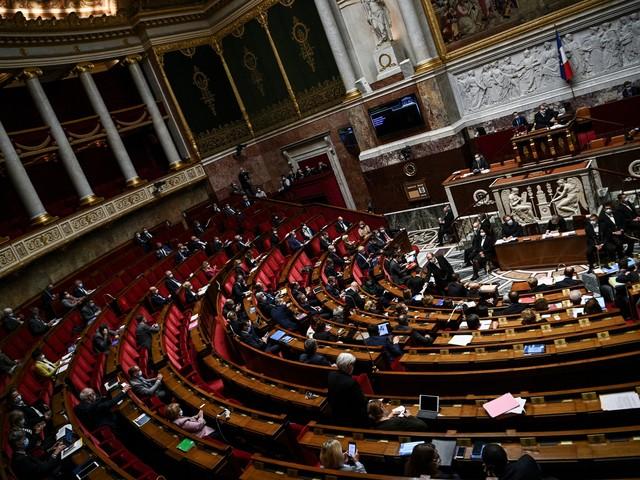 """""""Méfiance, dégoût, ennui"""" : la relation fébrile entre les Français et leurs politiques"""