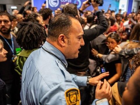 Manifestation tendue dans l'enceinte de la COP25