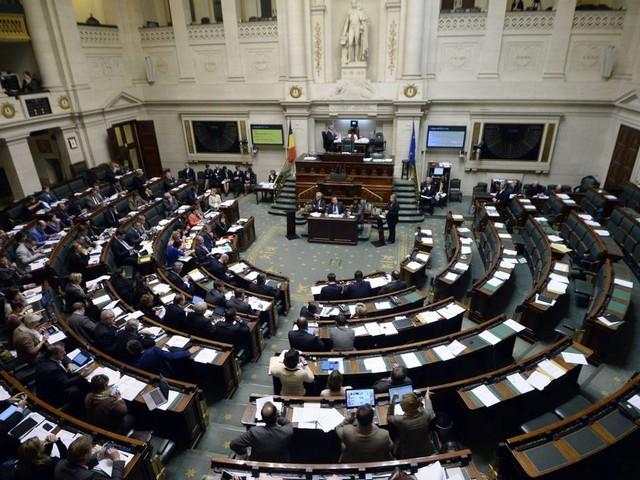 La Chambre déplore l'absence de trop nombreux ministres, actuellement à l'étranger
