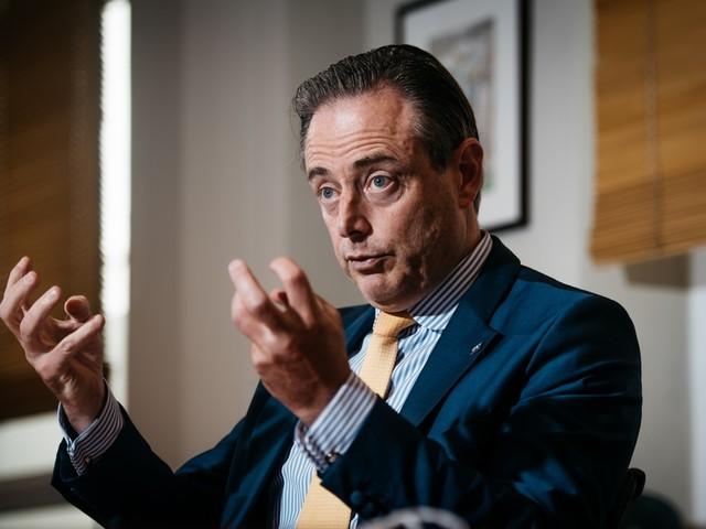 """De Wever houdt vast aan vier koopzondagen: """"Volgens Van Gucht kan je zonder risico winkelen op de Meir"""""""