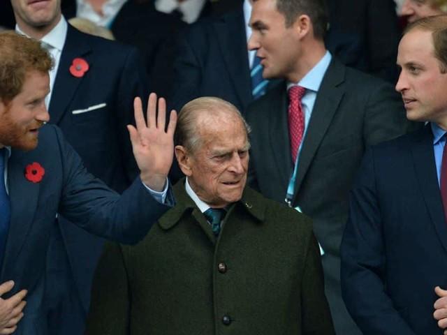 Harry ou William ? Ces deux photos du prince Philip jeune deviennent virales
