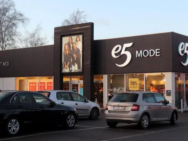 Mauvaise nouvelle pour les amateurs de shopping à Anderlues: le magasin e5 Mode va fermer ses portes courant 2020 ou 2021!