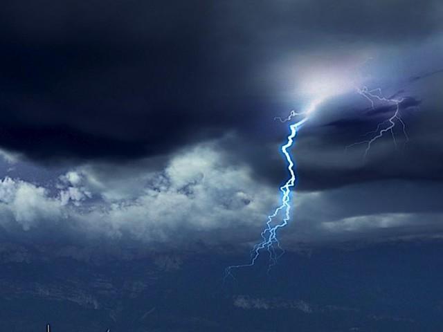 Des averses arrivent, accompagnées d'orages par endroits: les prévisions météo région par région