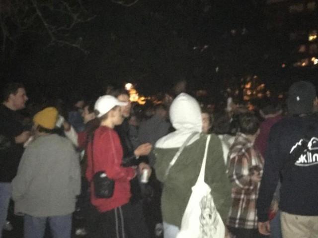 Une centaine de jeunes rassemblés au Jardin Botanique jeudi soir à Liège: «C'est le jeu du chat et de la souris» réagit le bourgmestre