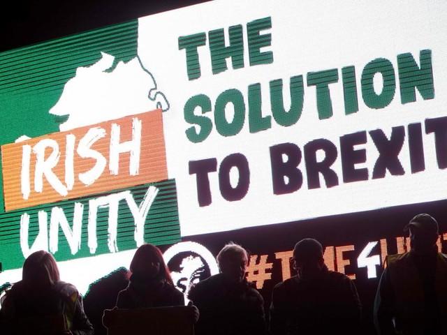 Accord sur le Brexit: feu vert incertain après les rejets du parti unioniste irlandais et des travaillistes
