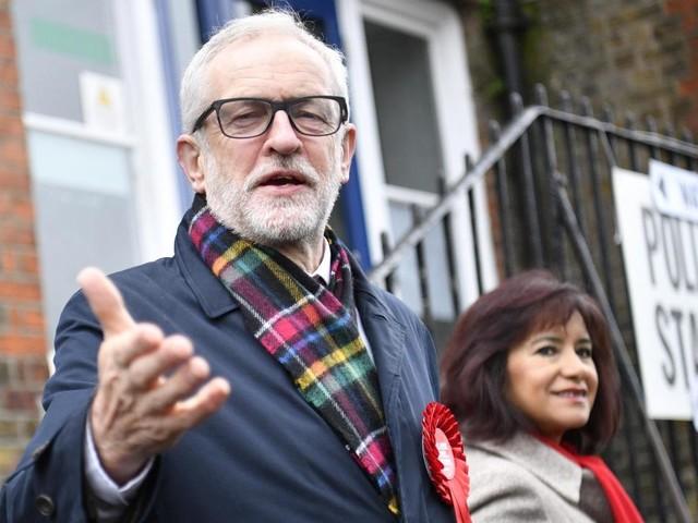 Elections au Royaume-Uni: Jeremy Corbyn se rend aux urnes (vidéo)