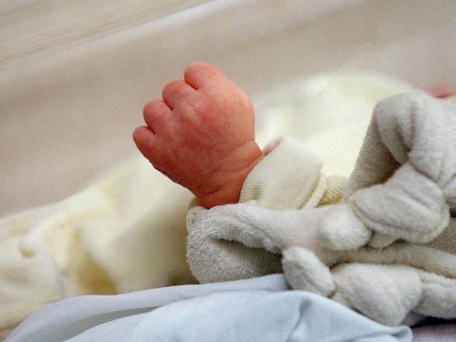 """Santé : les """"bonnet et couverture anti-ondes"""" pour bébés sont-ils efficaces ?"""