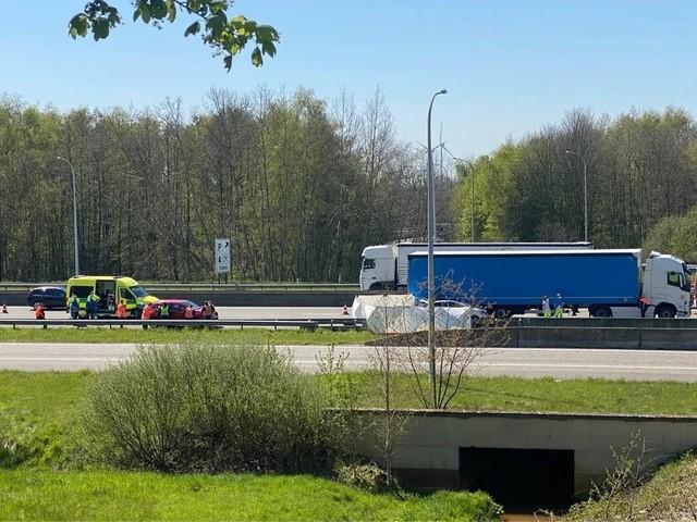 Een rijstrook E313 in Tessenderlo dicht door zwaar ongeval richting Antwerpen