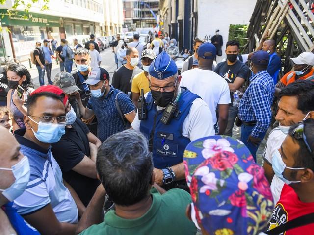Neutrale zone voor hongerstakers overrompeld door asielzoekers