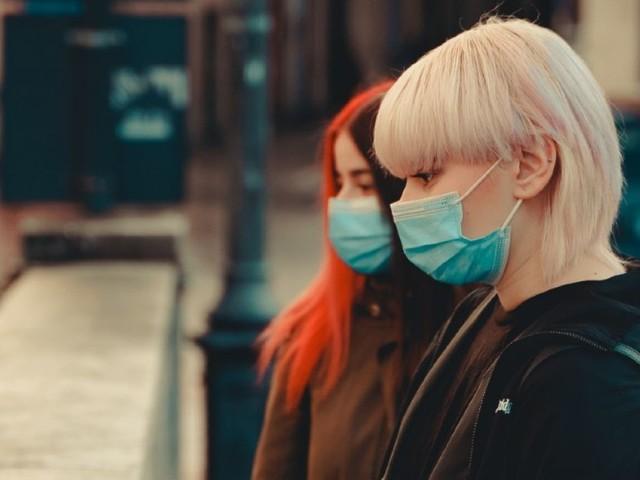 On ne vit pas si mal avec un masque, on en deviendrait même à l'aise