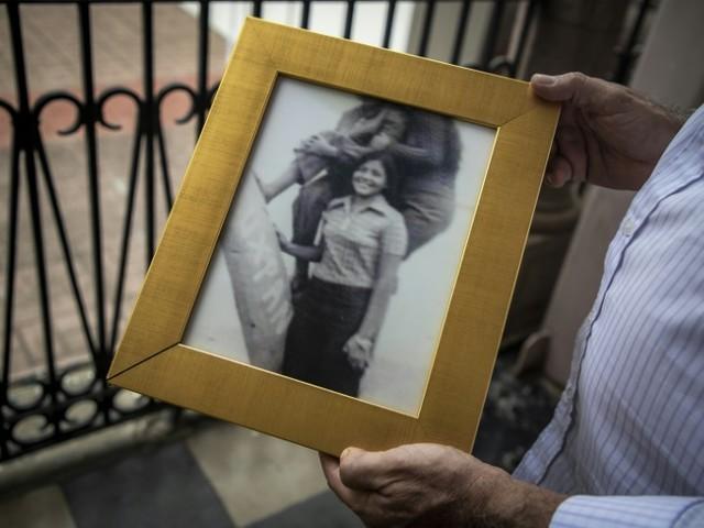 """""""J'espère qu'il est parmi nous"""" : le Mexique cherche ses bébés disparus pendant la """"guerre sale"""""""