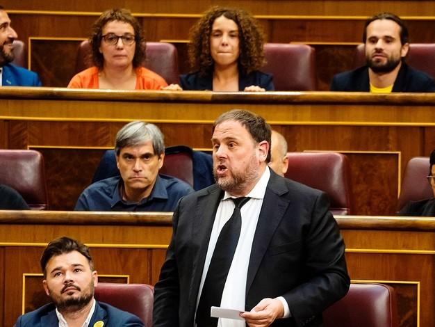 Le nouveau Parlement espagnol prête serment au cours d'une séance insolite