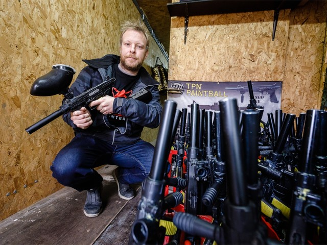 Politie klist verdachte van inbraak bij paintball Red-Fox: 10 gestolen wapens teruggevonden
