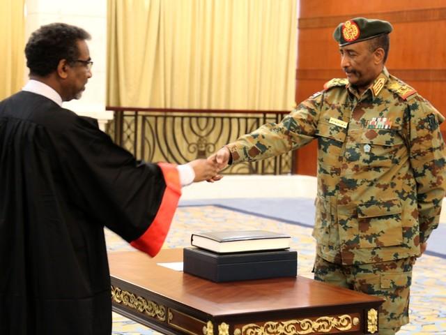 Generaal Burhan legt eed af als nieuwe leider Soedan