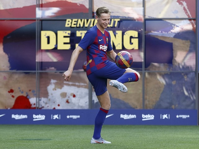 Frenkie de Jong verovert meteen alle harten bij Barcelona: Nederlander amuseert zich bij presentatie in Camp Nou