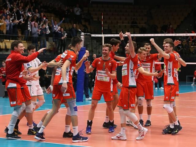 Maaseik stuurt Belchatow kansloos huiswaarts in Champions League volleybal
