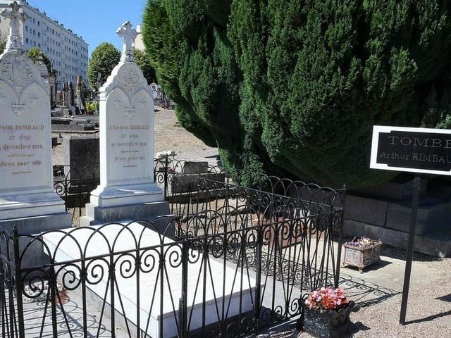 """Macron rejette l'entrée d'Arthur Rimbaud au Panthéon: """"Je ne souhaite pas aller à l'encontre de la volonté manifestée par la famille du défunt"""""""