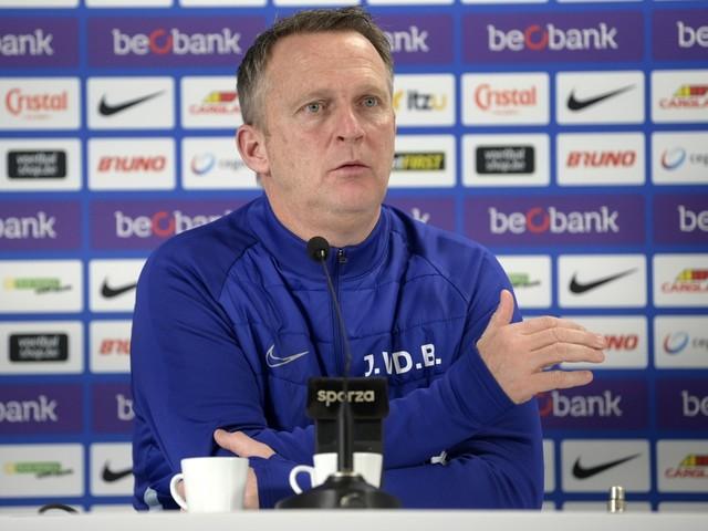 Van den Brom maakt selectie voor topper tegen Club Brugge bekend