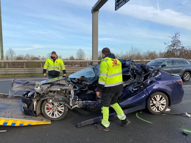 Opnieuw dodelijk ongeval: auto rijdt in op staart van file op E19 in Antwerpen-Noord