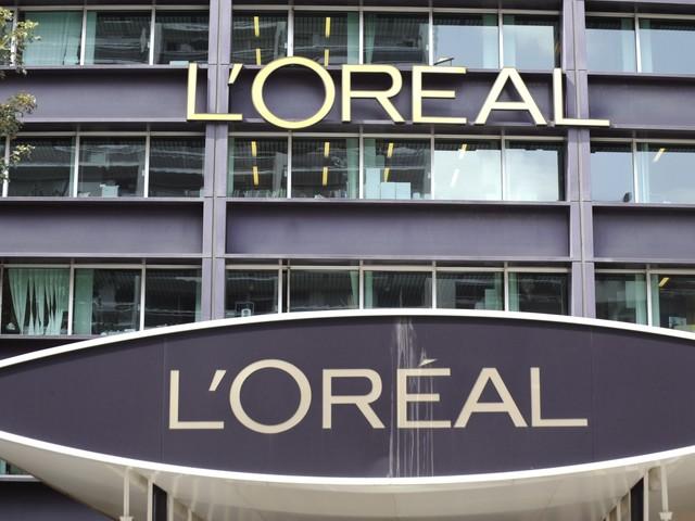 """Racisme : L'Oréal annonce supprimer le mot """"blanchissant"""" de ses produits pour la peau"""