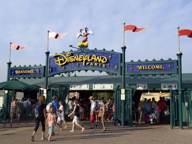 Disneyland : un mouvement de foule après une fausse alerte