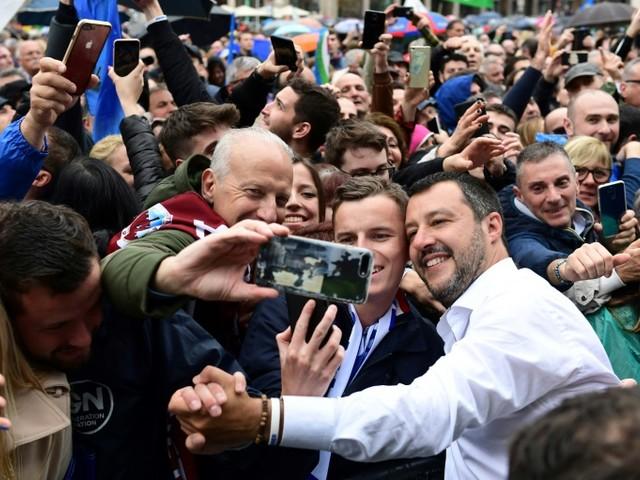 Matteo Salvini, le chef des souverainistes italiens à terre, pas encore hors jeu