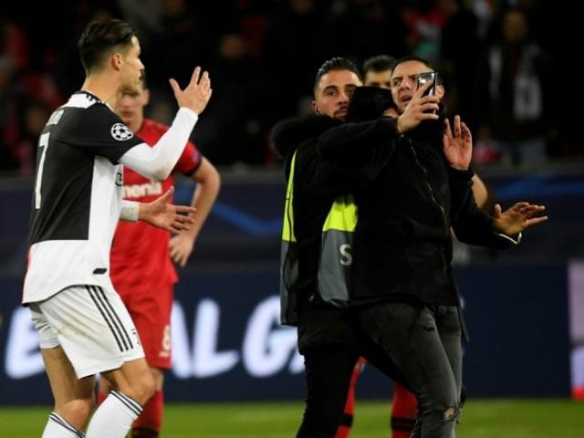 C1: Ronaldo importuné par deux supporters après Leverkusen-Juve
