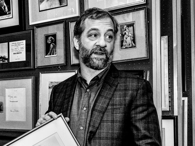 Encounters: Judd Apatow, an Autograph Geek, Hunts for Memorabilia