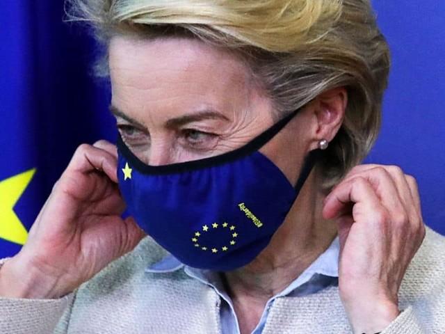 """Coronavirus : Ursula von der Leyen annonce que l'UE est """"prête à discuter"""" d'une levée des brevets"""