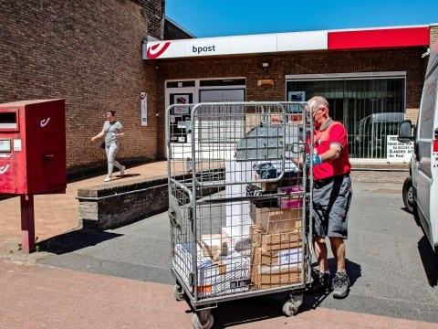 'Maatregel van bpost om pakjes niet meer thuis te leveren herbekijken'