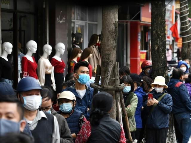 Coronavirus: face à l'inquiétude, la demande de masques explose