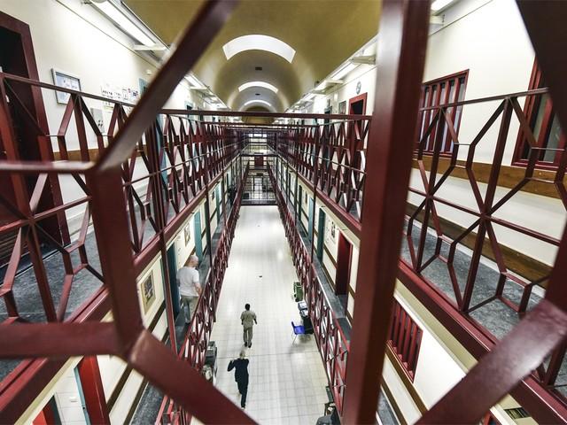 Teruggekeerde IS-strijdsters opgesloten in gevangenissen van Antwerpen en Brugge