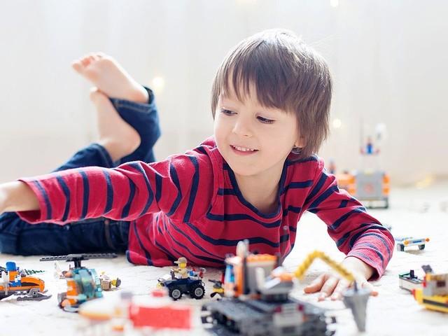 """Ne gâtons pas trop les enfants : """"Trois cadeaux maximum, éducatifs et qui éveillent leur créativité"""""""