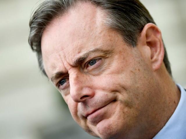 De Wever (N-VA) zet verbale druk op Open Vld, maar is zo nog geen stap dichter bij z'n regering